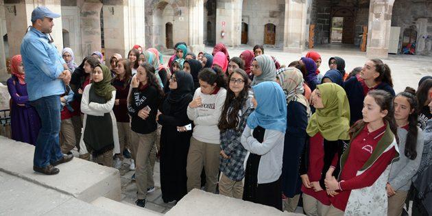 Öğrenciler Aksaray'ın tarihini öğreniyor
