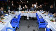 Vali Pekmez, nöbet tutan polislerle birlikte sahur yaptı