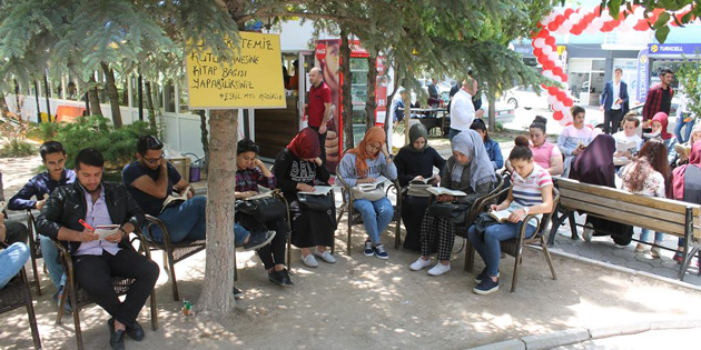 Eskil MYO öğrencileri kitaplara ve okumaya dikkat çekti