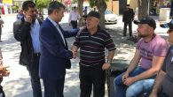 Başkan Altınsoy vatandaşlarla hasbihal ediyor