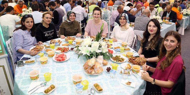 Kadroya geçen taşeron işçiler iftar yemeğinde bir araya geldi