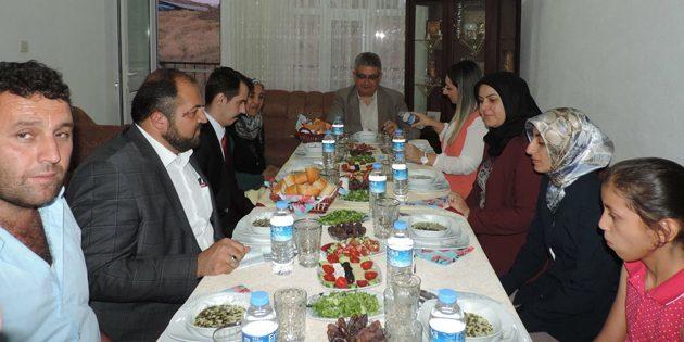 Vali Pekmez Karakaya ailesinin iftar konuğu oldu