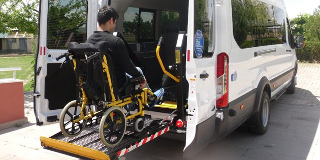 Rehabilitasyon merkezine tam teşekküllü engelli aracı