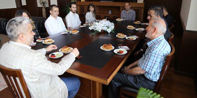 Şahin göreve yeni başlayan akademisyenlerle buluştu