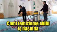 Cami temizleme ekibi iş başında