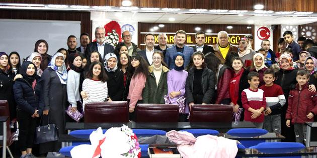 Umre ziyareti kazanan öğrencilere ödülleri verildi