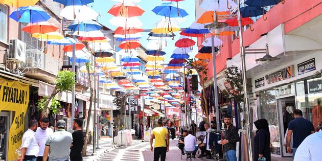 Şemsiyeli Sokak rengarenk görünüme kavuştu