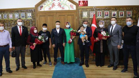 Şehit yakınları ve gazilere Devlet Övünç Madalyası takdim edildi