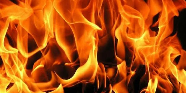 Aksaray'da hurda yüklü kamyonet yandı!