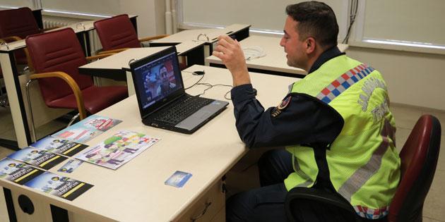 Jandarma'dan uzaktan trafik güvenliği eğitimi