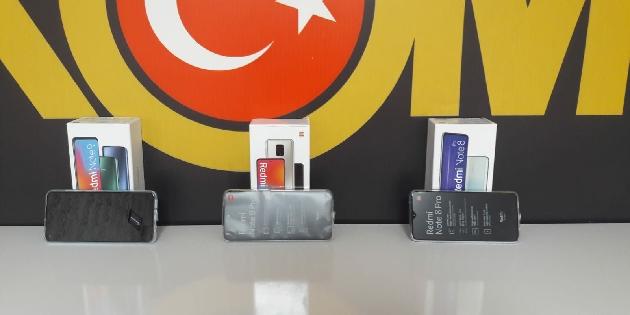 Aksaray'da 54 adet gümrük kaçağı cep telefonu ele geçirildi