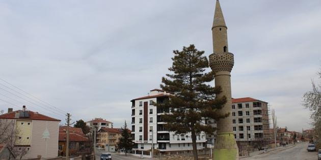 Ortaköy'deki camisiz minare görenleri şaşırtıyor