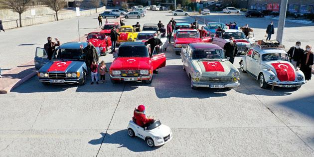 Aksaray'da klasik otomobillerle müzik eşliğinde kortej