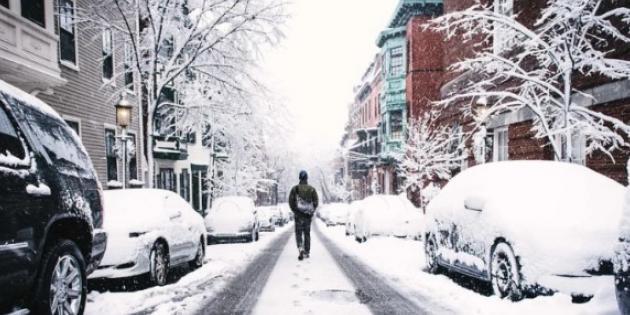 Karlı havada yürürken düşme tehlikesine dikkat