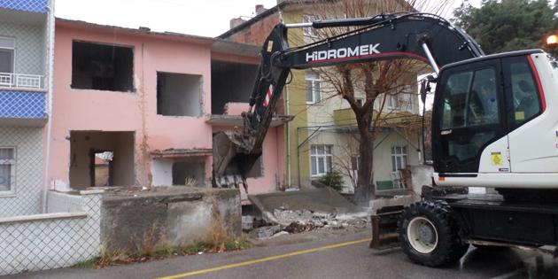 Aksaray'da tehlike arz eden metruk binalar yıkılıyor