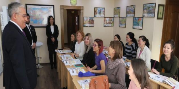 Kazakistan'da Türkçe kurslarına rekor başvuru