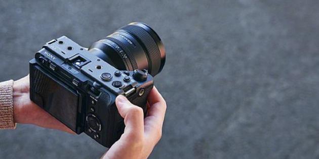 Sony, İçerik Üreticileri için Sinematik Görünüm ve Geliştirilmiş Kullanım Kolaylığına sahip FX3 Full Frame Fotoğraf Makinesini Piyasaya Sunuyor