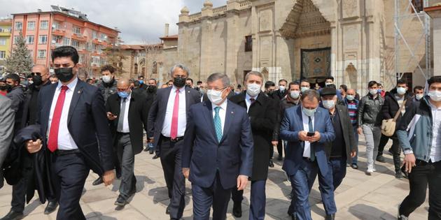 Ahmet Davutoğlu, Aksaray'da esnafı ziyaret etti