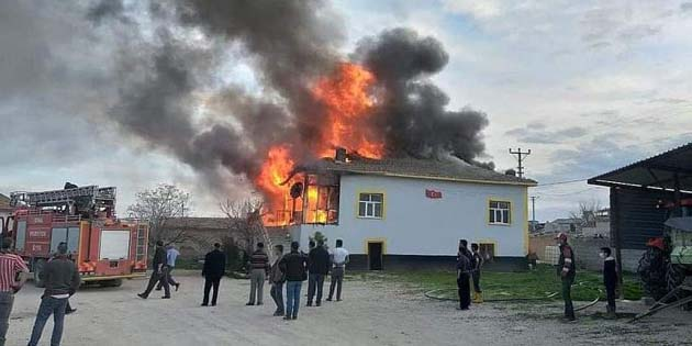 Eskil'de müstakil ev alev alev yandı!