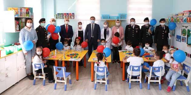 Jandarma'dan özel çocuklara 23 Nisan sürprizi