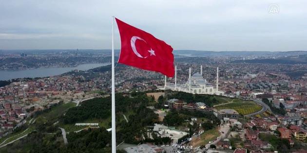 Türkiye'nin en büyük bayrağı! Göndere çekildi