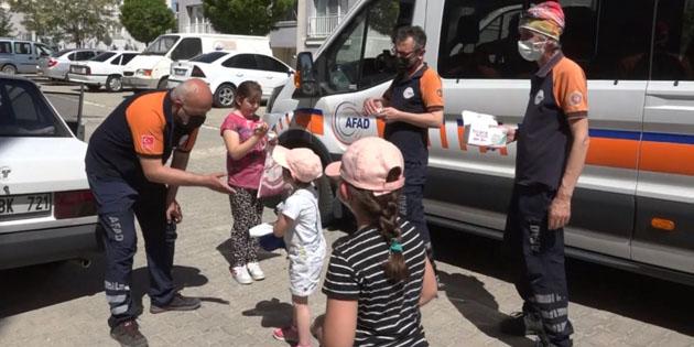 AFAD ekiplerinden çocuklara şeker tadında uyarı