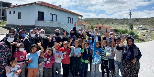AK Parti teşkilatı yetim ve ihtiyaç sahibi çocukları sevindirdi