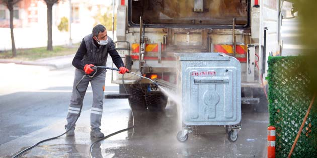 Çöp konteynırları düzenli olarak dezenfekte ediliyor