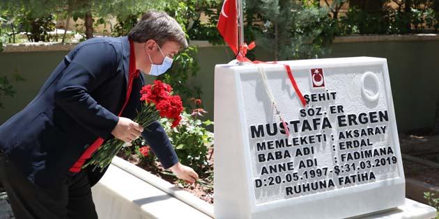 Vali Aydoğdu'dan Şehitliğe bayram ziyareti