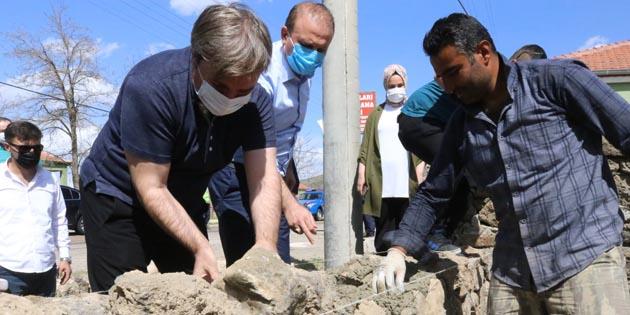 Vali Hamza Aydoğdu İşçi Bayramı'nda duvar ustası oldu
