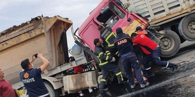 Hafriyat kamyonu tıra arkadan çarptı: 1 ağır yaralı
