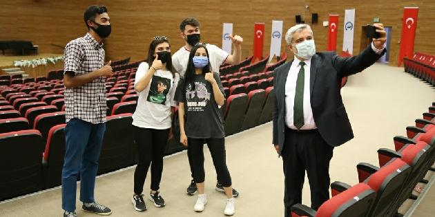 Rektör Şahin, ASÜ'yü tanımak isteyen lise öğrencilerini ağırladı