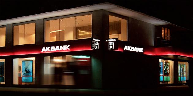 Akbank hacklendi mi? Akbank'ta sistem çöktü!