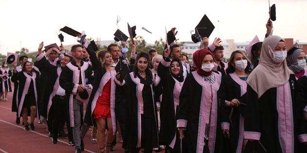 ASÜ bu yıl 2 bin 350 mezun verdi