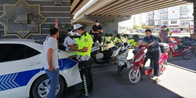 Aksaray'da polis ekiplerinden motosikletlere sıkı denetim