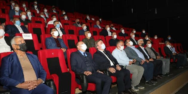 Vali Aydoğdu muhtarlarla 'Akif' filmini izledi