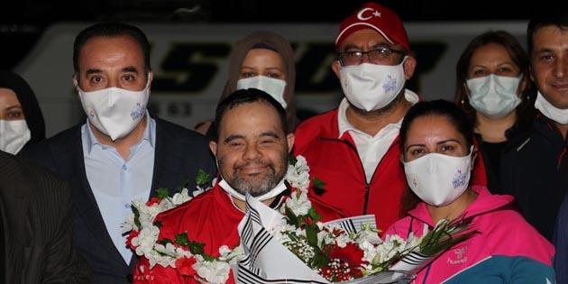Aksaray'da şampiyon oyuncuya coşkulu karşılama
