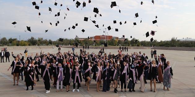 Aksaray Üniversitesi'nde mezuniyet töreni düzenlendi